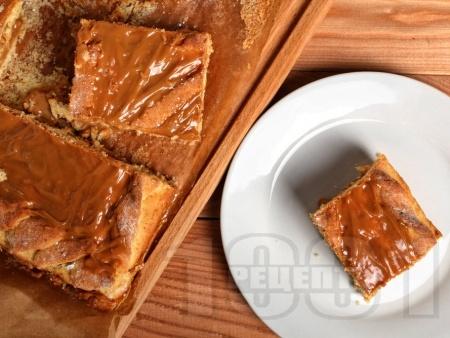 Карамелен сладкиш с бонбони Лакта - снимка на рецептата